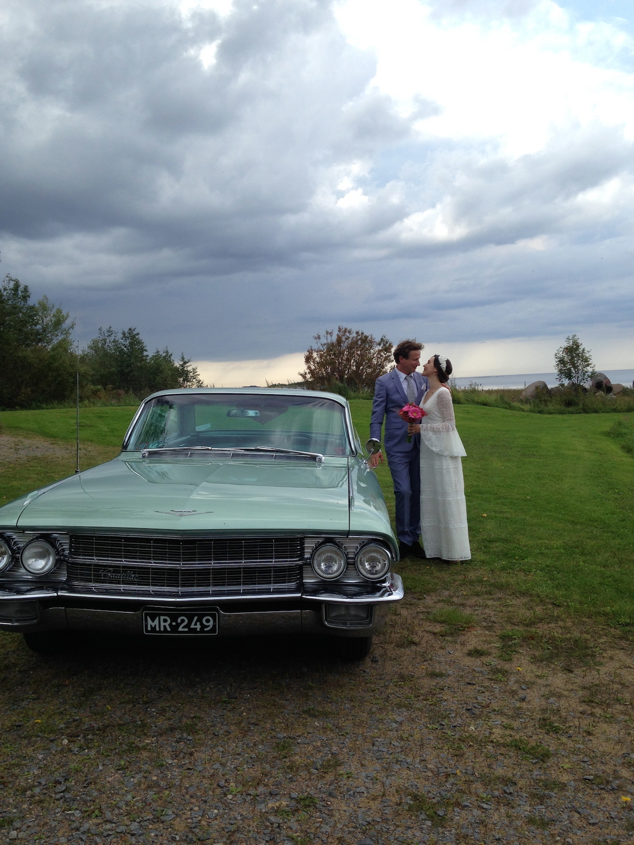 cadillac and the wedding couple